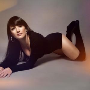 catwoman_posing_retusche_photoshop_daniela_buchheim_ddr_klappstuhl_jinbei_dc-600_beauty_dish_yongnuo_yn-622c_canon_7d_homestudio_overknees_sexy_woman