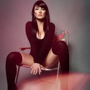 daniela_buchheim_ddr_klappstuhl_jinbei_dc-600_beauty_dish_yongnuo_yn-622c_canon_7d_homestudio_overknees_sexy_woman_krolop_gerst_lens_flare_leaks