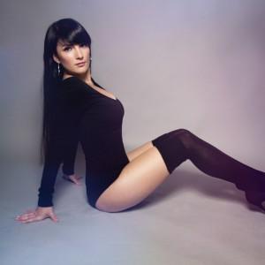 sit_down_retouching_photoshop_daniela_buchheim_ddr_klappstuhl_jinbei_dc-600_beauty_dish_yongnuo_yn-622c_canon_7d_homestudio_overknees_sexy_woman_krolop_gerst_lens_falre_leaks